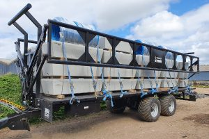 Dinapolis trailer has secure sides