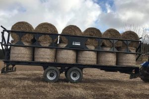 Dinapolis trailer ideal for straw
